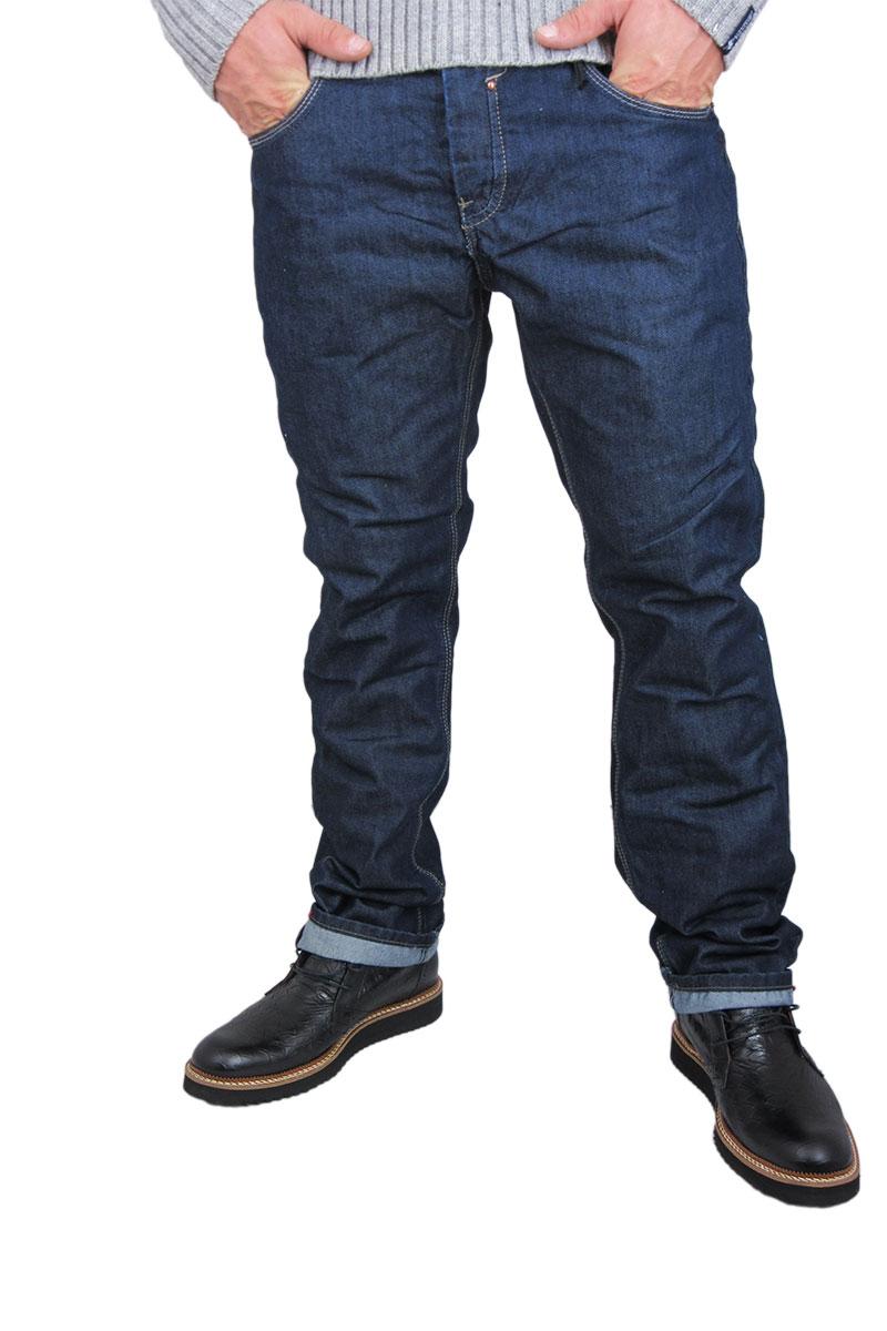 Ανδρικό raw jeans σε ίσια γραμμή