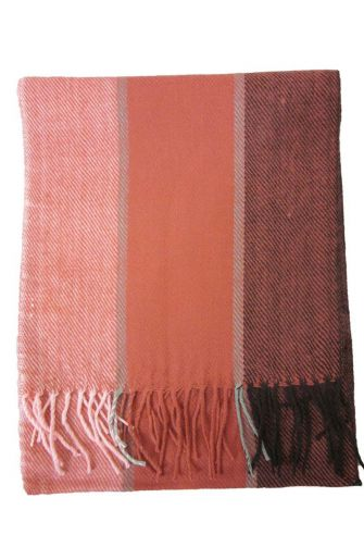 Soft scarf with fringes in pink