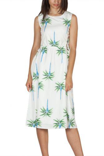 Migle + me λευκό αμάνικο φόρεμα με κορδόνι στα πλαϊνά
