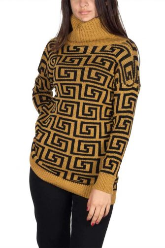 Turtleneck long jumper camel with labyrinth pattern
