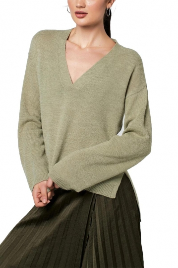 Rut & Circle Emelie V-neck knit tea green